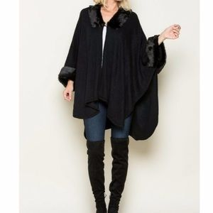 NWT Faux Fur Collar Knit Poncho